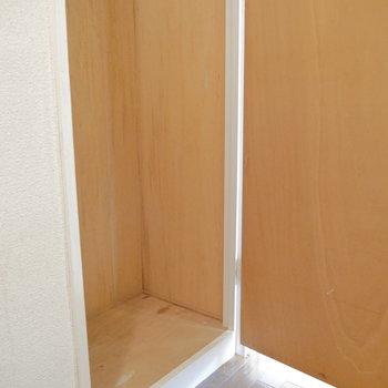これが下部。廊下は・・・ ※クリーニング前のものです