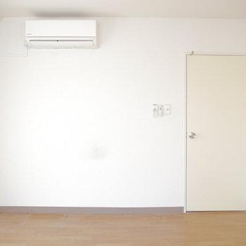 こちらがリビング横6帖のお部屋◎ ※クリーニング前のものです