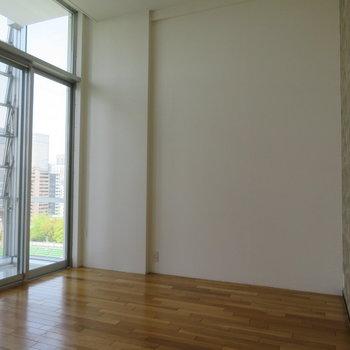 寝室です。天井の高さわかりますか?
