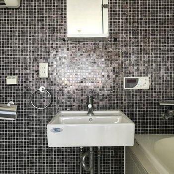 同じ空間ですが独立洗面台※写真は似た間取りのもの。
