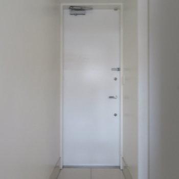 玄関は普通の大きさ鴨