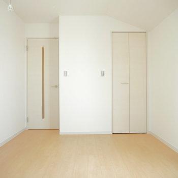 こちら上階のベッドルーム!※写真は前回募集時のものです