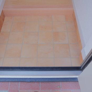玄関はタイルです。見上げると・・・※写真は前回募集時のものです