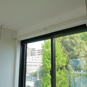 上階の窓際でも、洗濯物干せます。※写真は前回募集時のものです