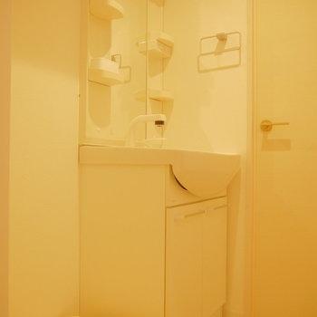 独立洗面台は脱衣場に。※写真は前回募集時のものです