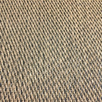 サニタリーの床はゴザみたいに編まれていて、湿気を吸ってくれそう。