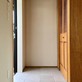 広めで使いやすそうな玄関。