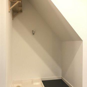 洗濯機置場横に小さめのラックは置けそう!