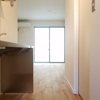さらさらな無垢床を歩き〜※1階の同間取り別部屋の写真です