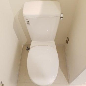 お手洗い。ウォシュレットは付いていません。※1階の同間取り別部屋の写真です