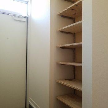 オープンタイプのシューズボックス!※1階の同間取り別部屋の写真です