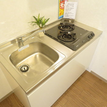 キッチンは小さいながらもシステムキッチン!