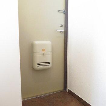 玄関もふつうの大きさかな