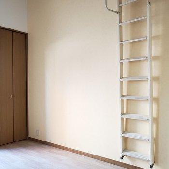 はしごは壁に掛けられるんです!