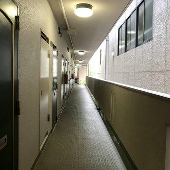 外廊下になってます。