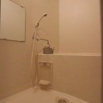 浴室は大きく、浴室乾燥機も付いてます※写真は別部屋のものです。