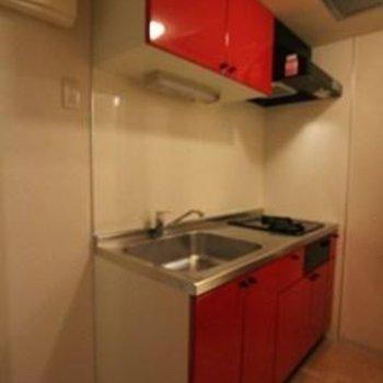 オシャレ、大きくて機能的なキッチン※写真は別部屋のものです。