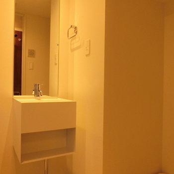 洗面台と室内洗濯機置場