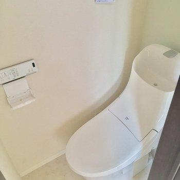 トイレは個室!ウォシュレット付きです