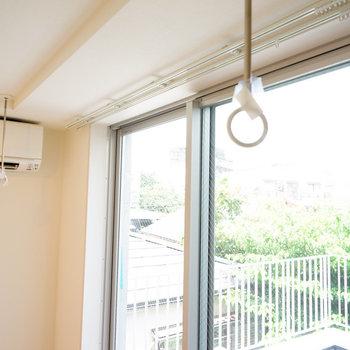 窓辺に物干し!※4階の同間取り別部屋の写真です