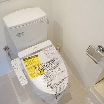 トイレも新品です!※4階の同間取り別部屋の写真です