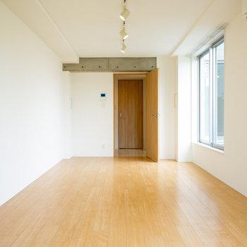 14帖の使いやすいお部屋です!※4階の同間取り別部屋の写真です