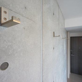 コンクリの壁には折り畳みフックがうれしい♪