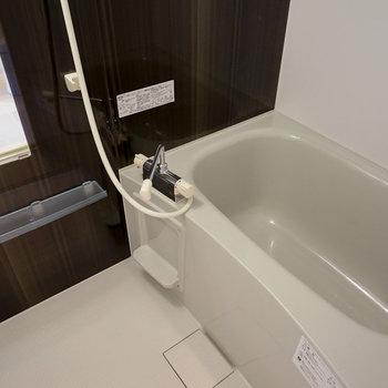 お風呂も追い炊き&乾燥機が付いて機能的!※4階の同間取り別部屋の写真です
