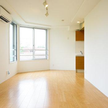 明るい柔らかな室内!※4階の同間取り別部屋の写真です