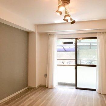 ブラウンを基調とした空間◎※写真は同じ間取りの1階の別部屋になります。