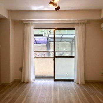 床もアクセントクロスもセンスが良いです。※写真は同じ間取りの1階の別部屋になります。