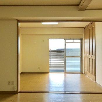 お次は、【6帖洋室】※写真は3階の反転似た間取り別部屋のものです