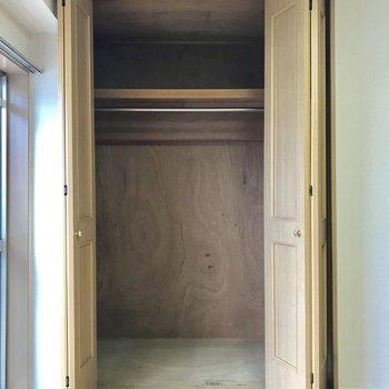 【6帖洋室】LDKより小さいですが、奥行き十分。※写真は3階の反転似た間取り別部屋のものです
