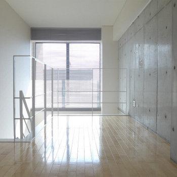 上の階は寝室に。光が届きますよ〜(※写真は9階の同間取り別部屋のものです)