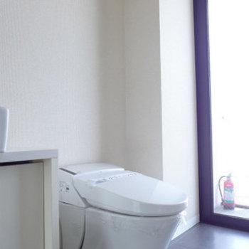 トイレはもちろんウォシュレット!(※写真は9階の同間取り別部屋のものです)