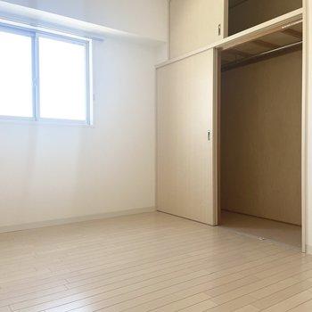 【洋室】洋室はベッドルームにいいかも。
