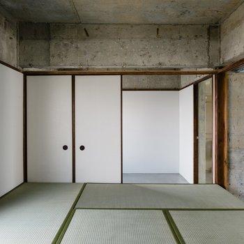 上ると綺麗な和室。ちゃぶ台を置きたい