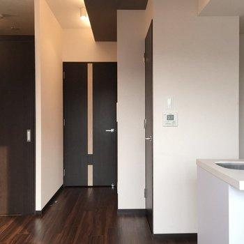 ここには絶対おしゃれな人が住んでいる。※写真は7階の反転間取り別部屋です。