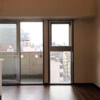 窓も大きい!!※写真は7階の反転間取り別部屋です。