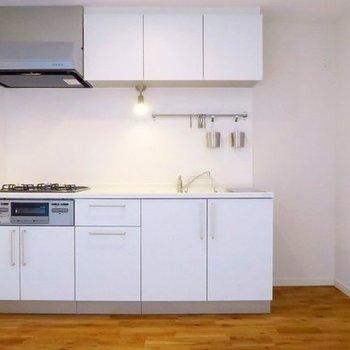 【イメージ】収納力ありの人造大理石キッチン