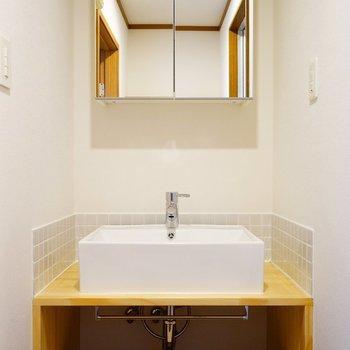【イメージ】木と磁器の風合いがたまらない造作洗面台!