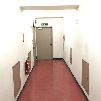 共有廊下は古め