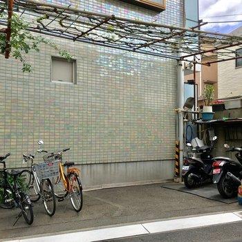 駐輪場や原付バイク置き場も!