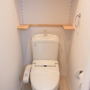 トイレ。棚付き。※写真は前回募集時のものです。