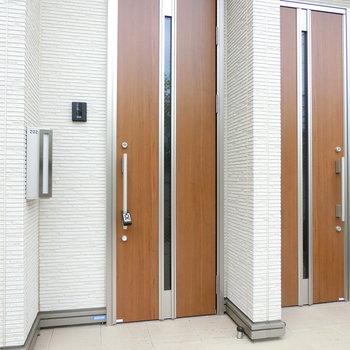 202号室の玄関扉