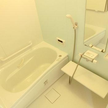 お風呂の壁は淡い水色に♪ 可愛いデザイン