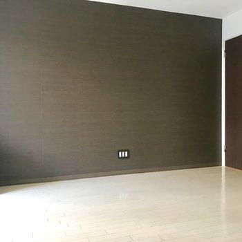 ここの壁紙は茶色!