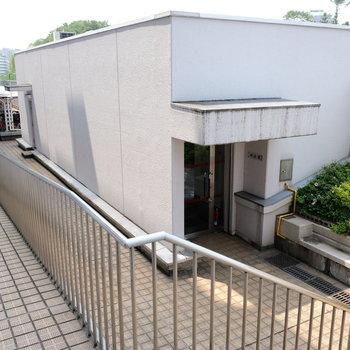駐輪場は4階部分にあります。