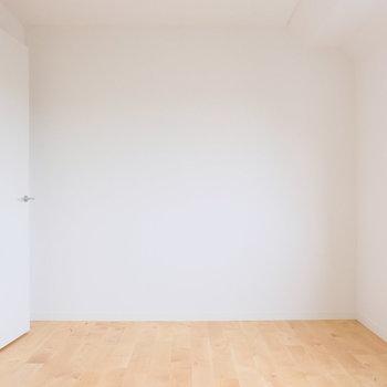 こちら6畳の洋室
