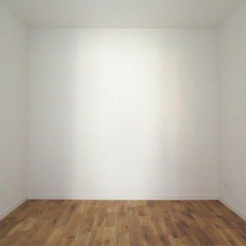 4.5帖の洋室です。採光がない為寝室としてはいかがでしょう?